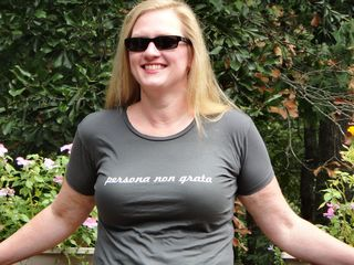 20110928 steph shirt persona 2